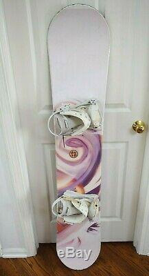 Awesome Women Snowboard Size 132 CM With Small Bindings